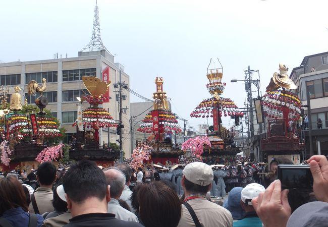 毎年5月1日に行われる、国の有形・無形文化財のお祭りです