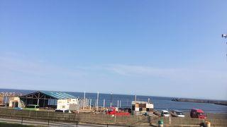 いよいよ海の家も完成間近い、茅ヶ崎サザンビーチ