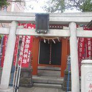 首都高速小松川線の下に架かる三之橋の南西にある小さな神社です