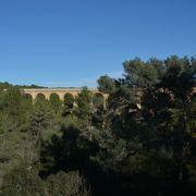 優美な水道橋