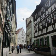 旧市街は歩行者天国なので、安心して街歩き