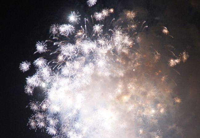 湘南の海岸から見る花火がきれい!