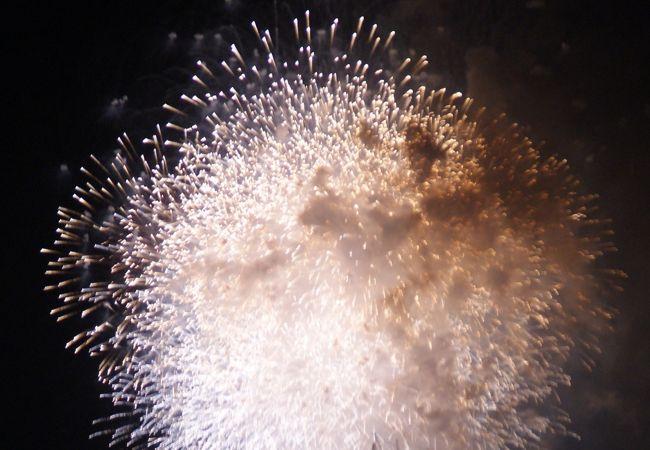 14000発打ち上げられる大規模な花火大会