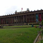 ベルリン大聖堂の横