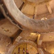 内部にナバホ族の絵