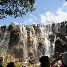 写真には納まり切らない大きな滝