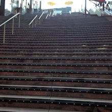 屋上へ続く大階段