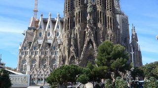 ガウディが43年間建築に心血を注ぎ建築にあたったバルセロナ一の建物!!