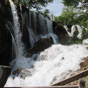 樹正瀑布、勢いのある滝です。