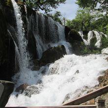 勢いのある滝