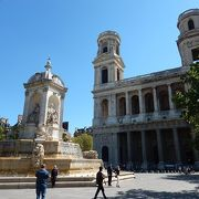 4人の聖人が彫られている噴水が有名