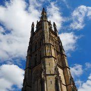 大聖堂の全景とボルドーが見渡せます