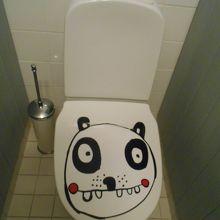 トイレになぜかパンダ!
