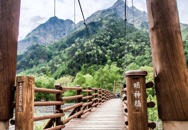 明神橋から 望む 明神岳は 雄大で 魅了されます!!