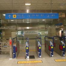 勿論、新駅舎は京義線上の駅として現役で頑張っています