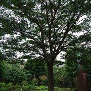 ねむの木が目印の庭園