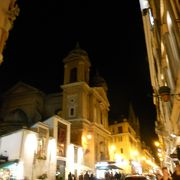 ポポロ広場とスペイン広場をつなぐ通り