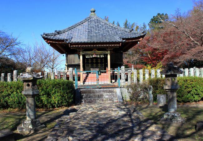 掛川城から離れた小高いところにひっそりと