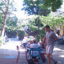 中庭のカフェ