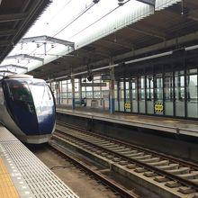 北総線との乗り換え駅ですが、スカイライナーは止まりません。