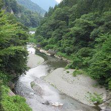 すぐ横に神流川が流れていて清涼感たっぷり