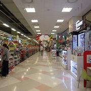 メセナポリス内のマート。意外と空いています。