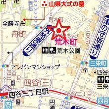 津の守弁財天の場所です。東には、津の守坂通りがあります。