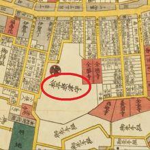 津の守弁財天の近くには、松平摂津守の上屋敷がありました。