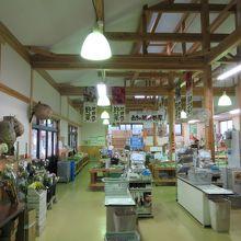 販売品目は地元野菜中心