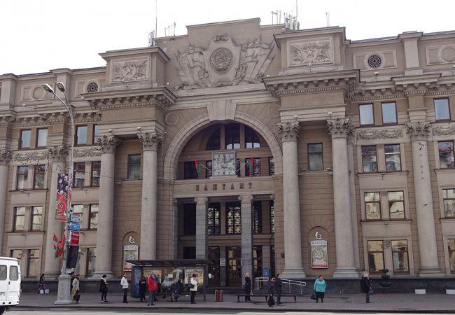 ネザレージナスツィ大通りの郵便局