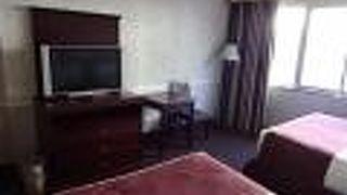 フォー クィーンズ ホテル & カジノ