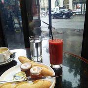 オペラ座至近の有名な老舗カフェ