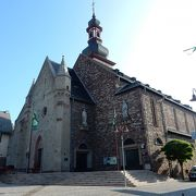 市役所と教会がある