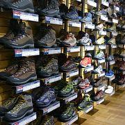 登山靴を物色に