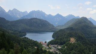 麓からの城、城からの麓の景色の両方が絵になります