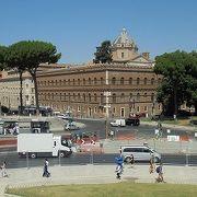 ヴェネツィア広場横に建つ宮殿