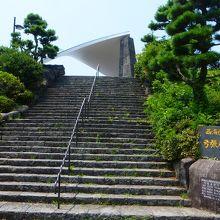 駐車場からの階段