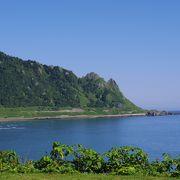 思わず通り過ぎてしまう人が多いが、実は美しい岬