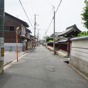 一直線の通り沿いに9つのお寺