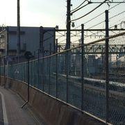 電車庫を跨ぐ陸橋