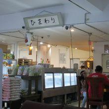 まるで日本に居るよう。日本の商品が並ぶ店内