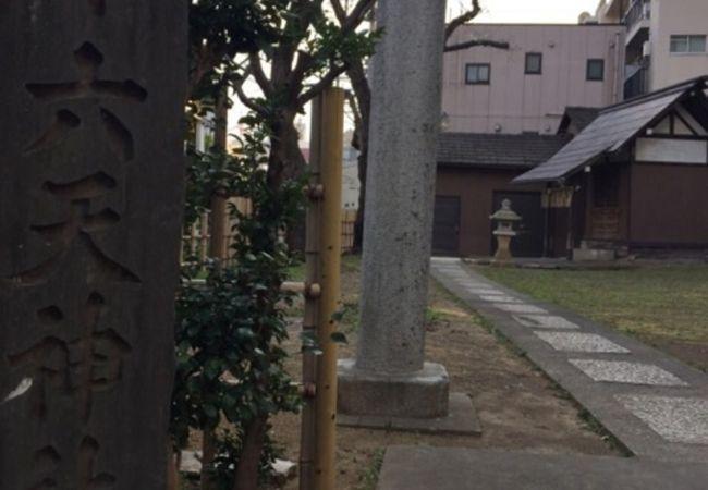 屋敷内の神社