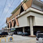 コロール市内中心部にある2つのスーパーのうちの1つです。