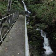 橋と階段で巡る愛媛随一の滝群渓谷