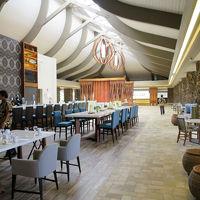 一階のロビー奥にはレストラン&バー