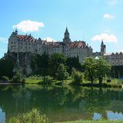 ホーエンツォレルン城を見た後に、続いて見に行ったジグマリンゲン城です。