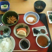 朝食 前日に和食か洋食か選ぶことができます。これは和食です。