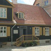 旧市庁舎の建物の中にあります。