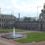 欧風らしい建物と中庭