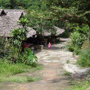 チェンマイ郊外の首長族部落